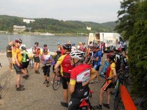 Auch der Rhein muß überquert werden Foto Bernd Schmidt