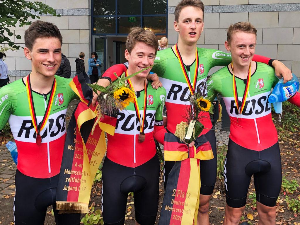 Auch der NRW-Vierer der Jugend U17 hatte Grund zum Jubeln: Wie im vergangenen Jahr gab es Silber. Foto: Radsportverband NRW